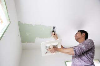 漆喰は天井に塗れるのか?天井への塗り方