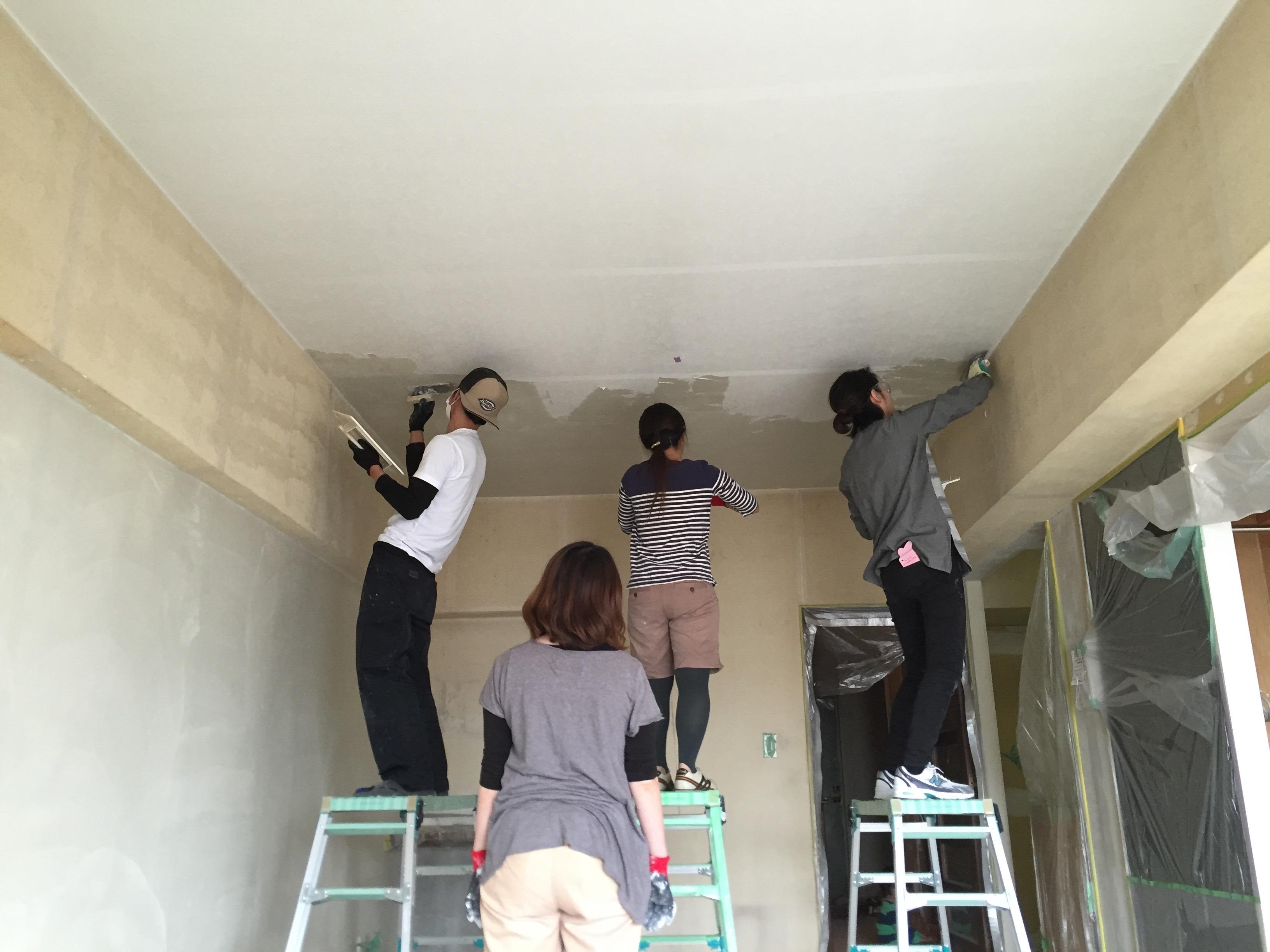 天井に漆喰や珪藻土を塗る体験練習会