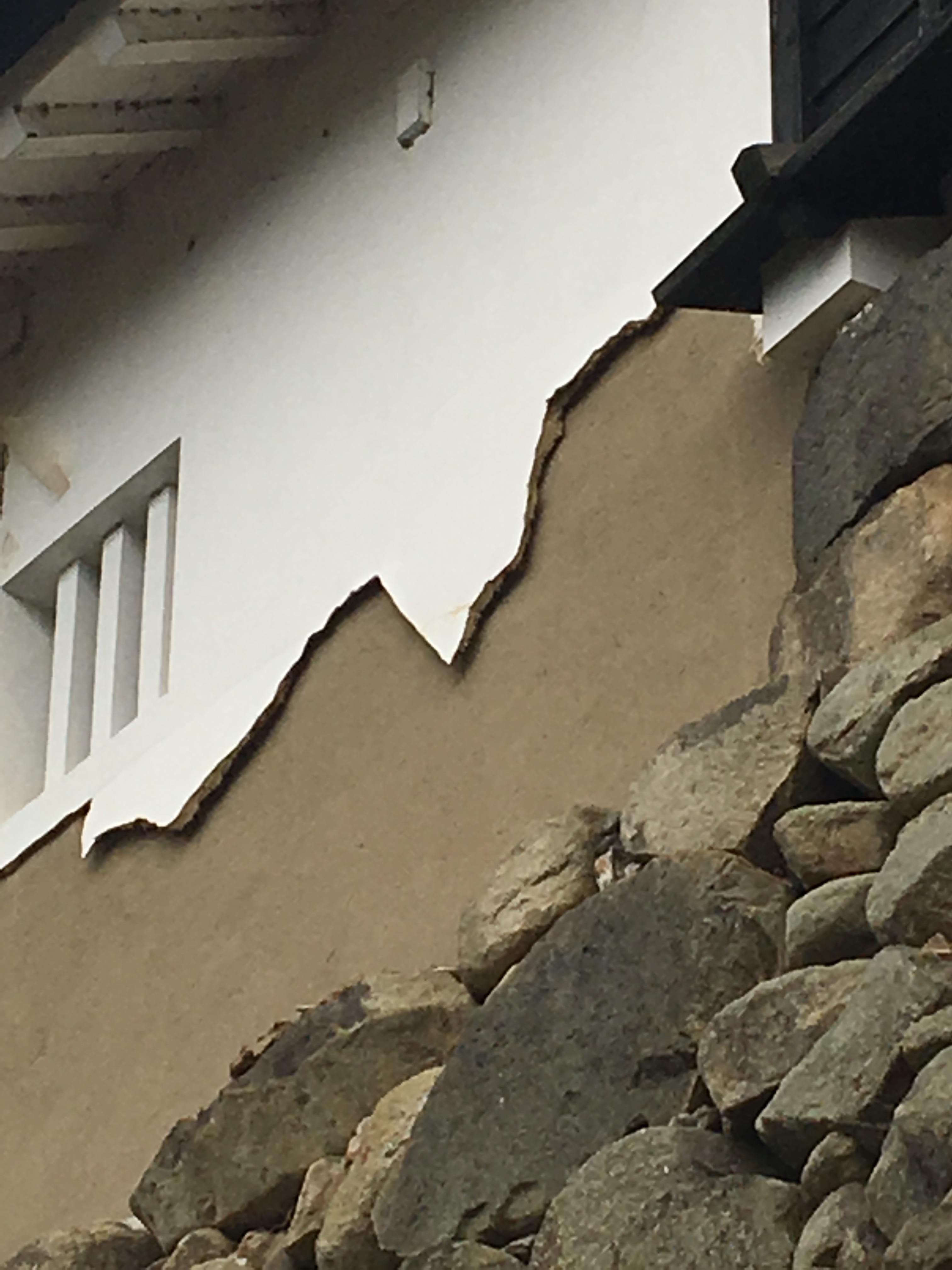 滋賀県にある国宝彦根城の漆喰壁を見てきた。