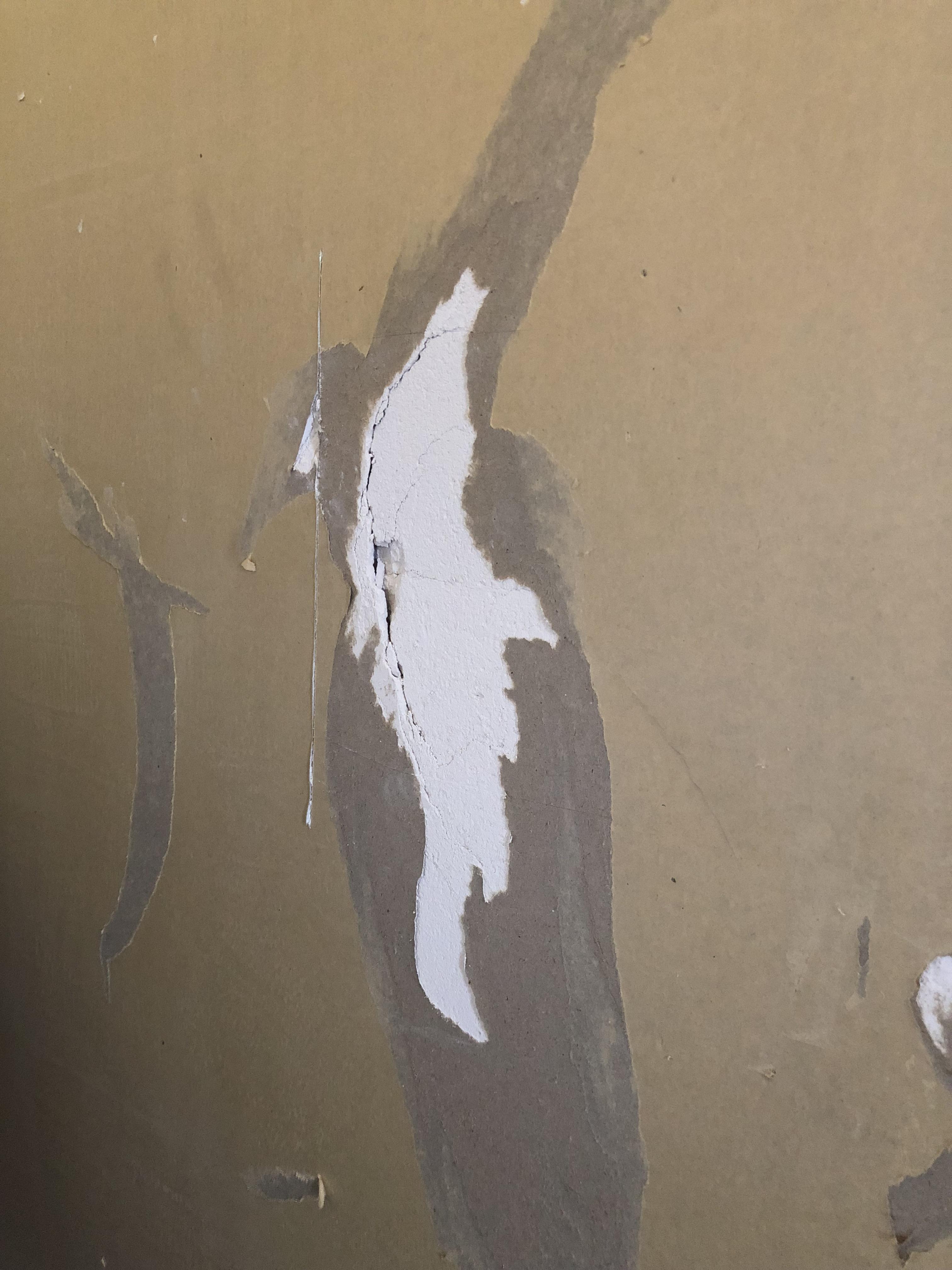 下地の石膏ボードが陥没している場合の修正手順